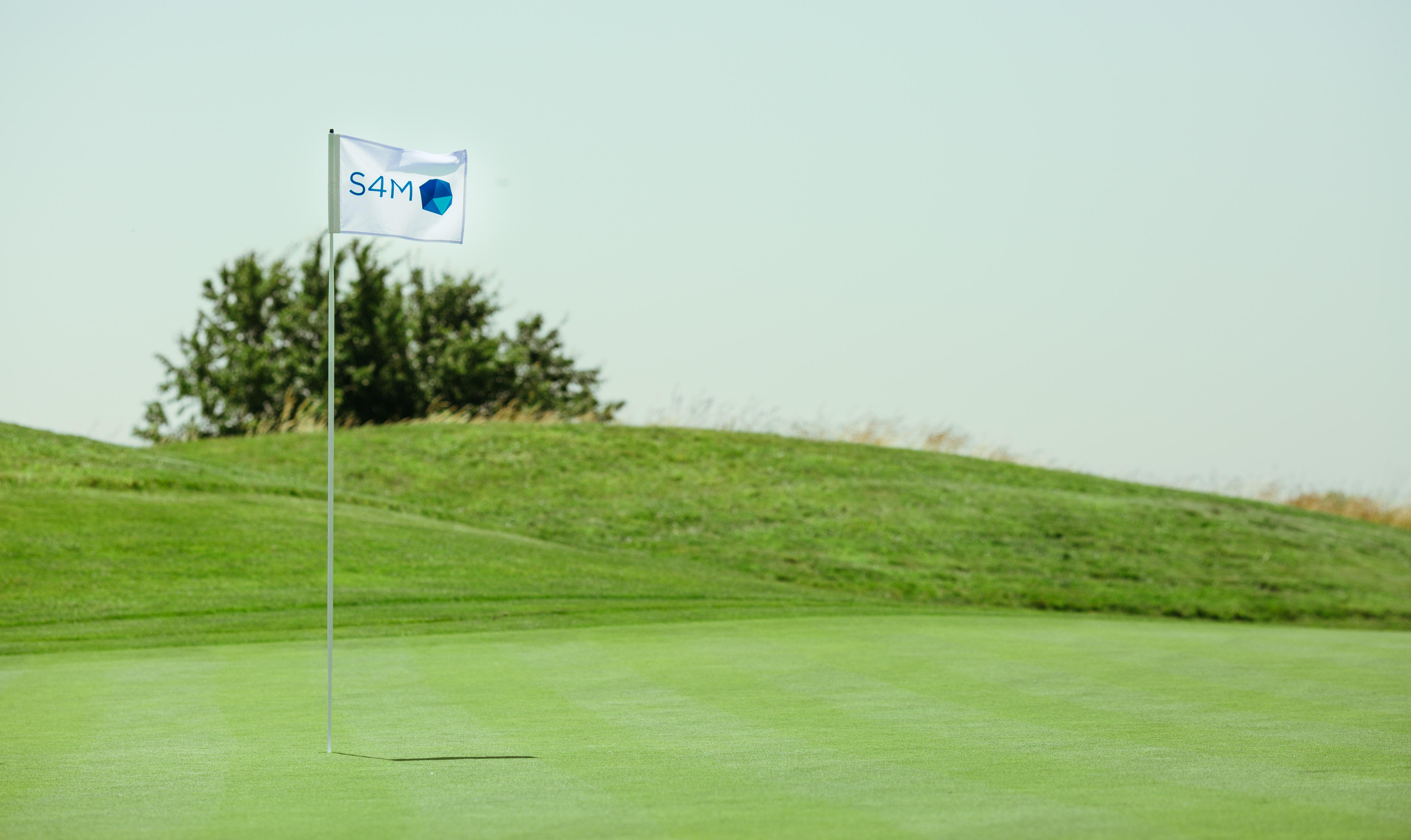Drapeau S4M sur le golf national ou s'est déroulée la Ryders Cup