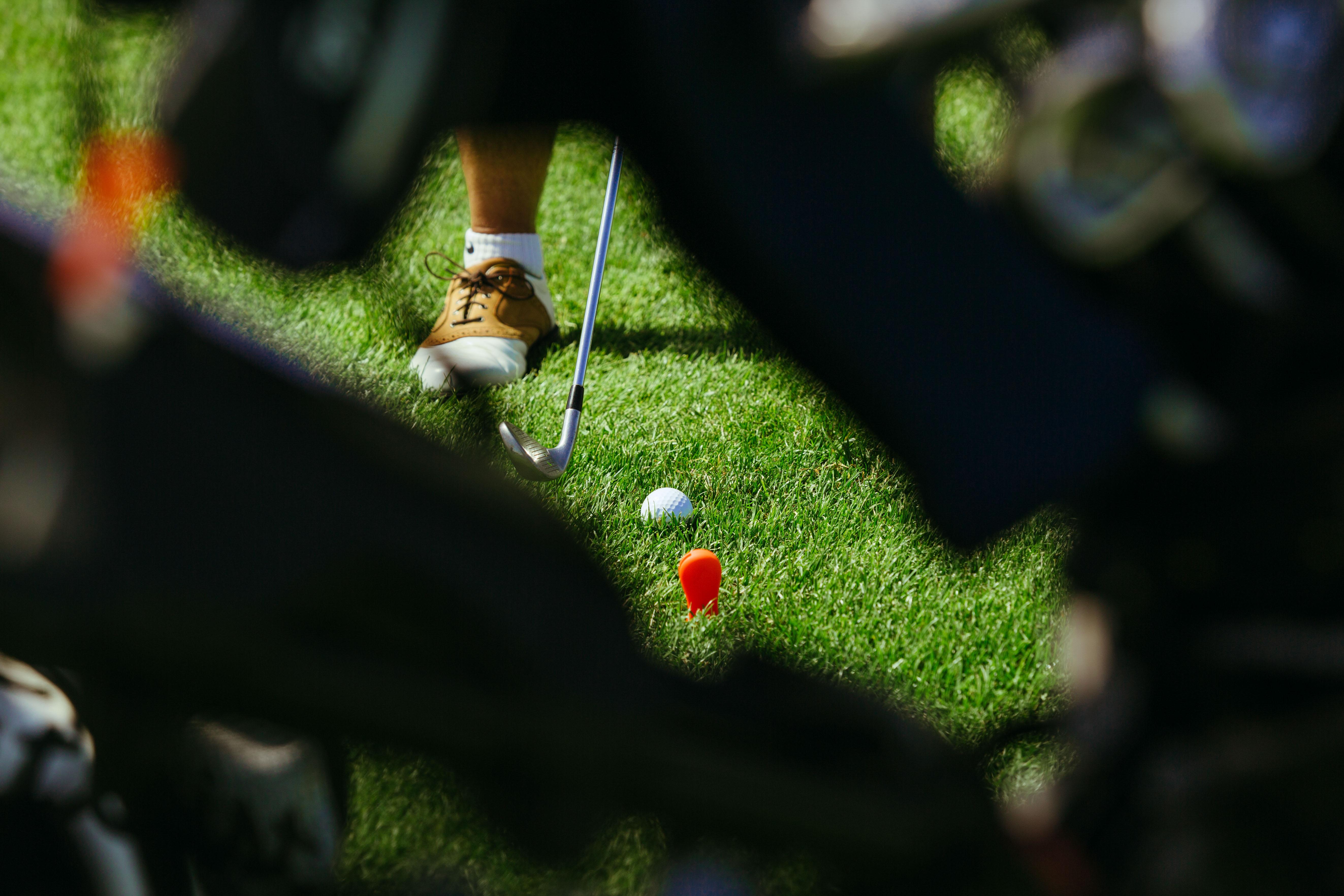 Plan rapproché d'un golfeur participant à la compétition S4M au golf national
