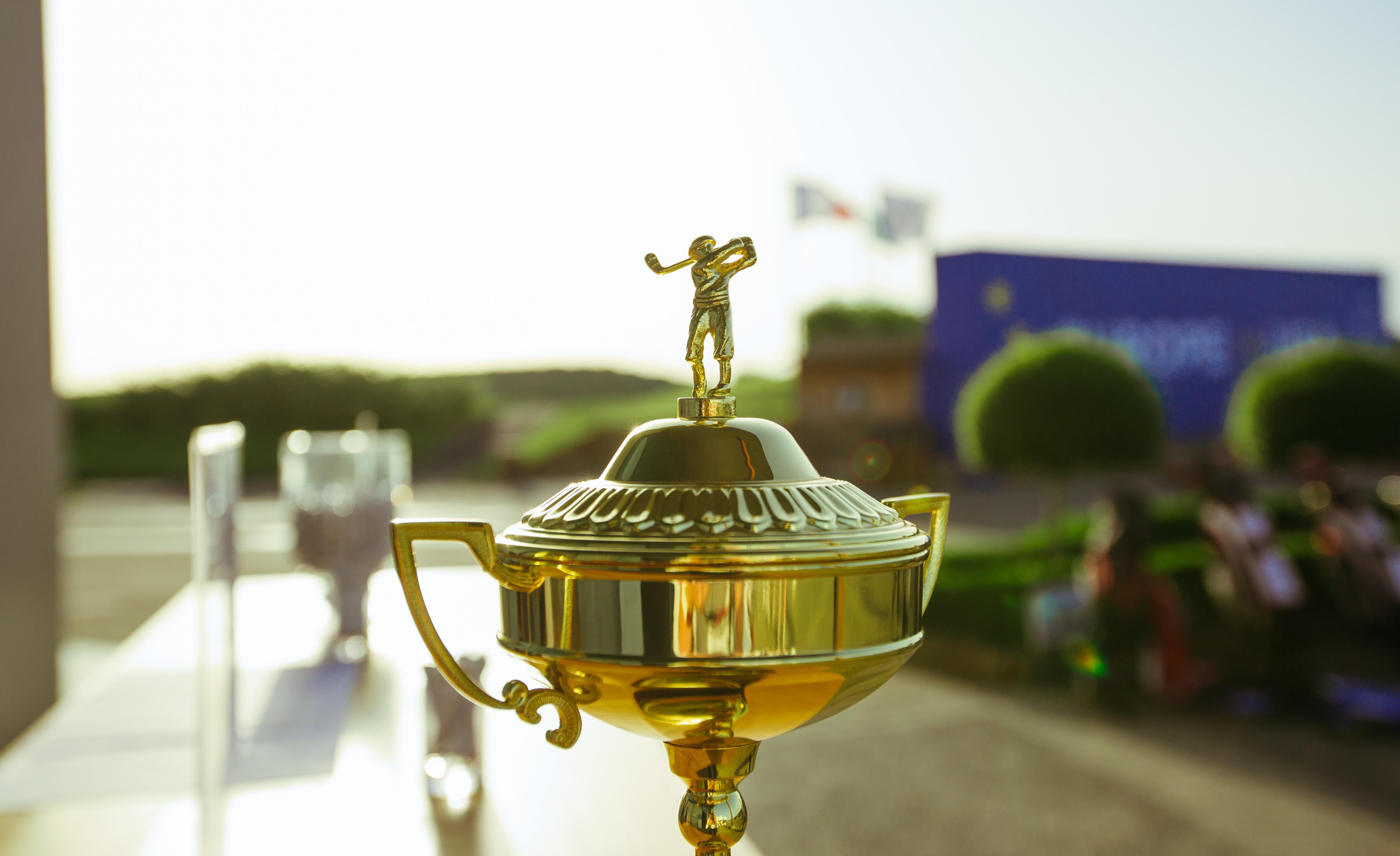 Le trophée pour les gagnants de la compétition S'M au Golf National