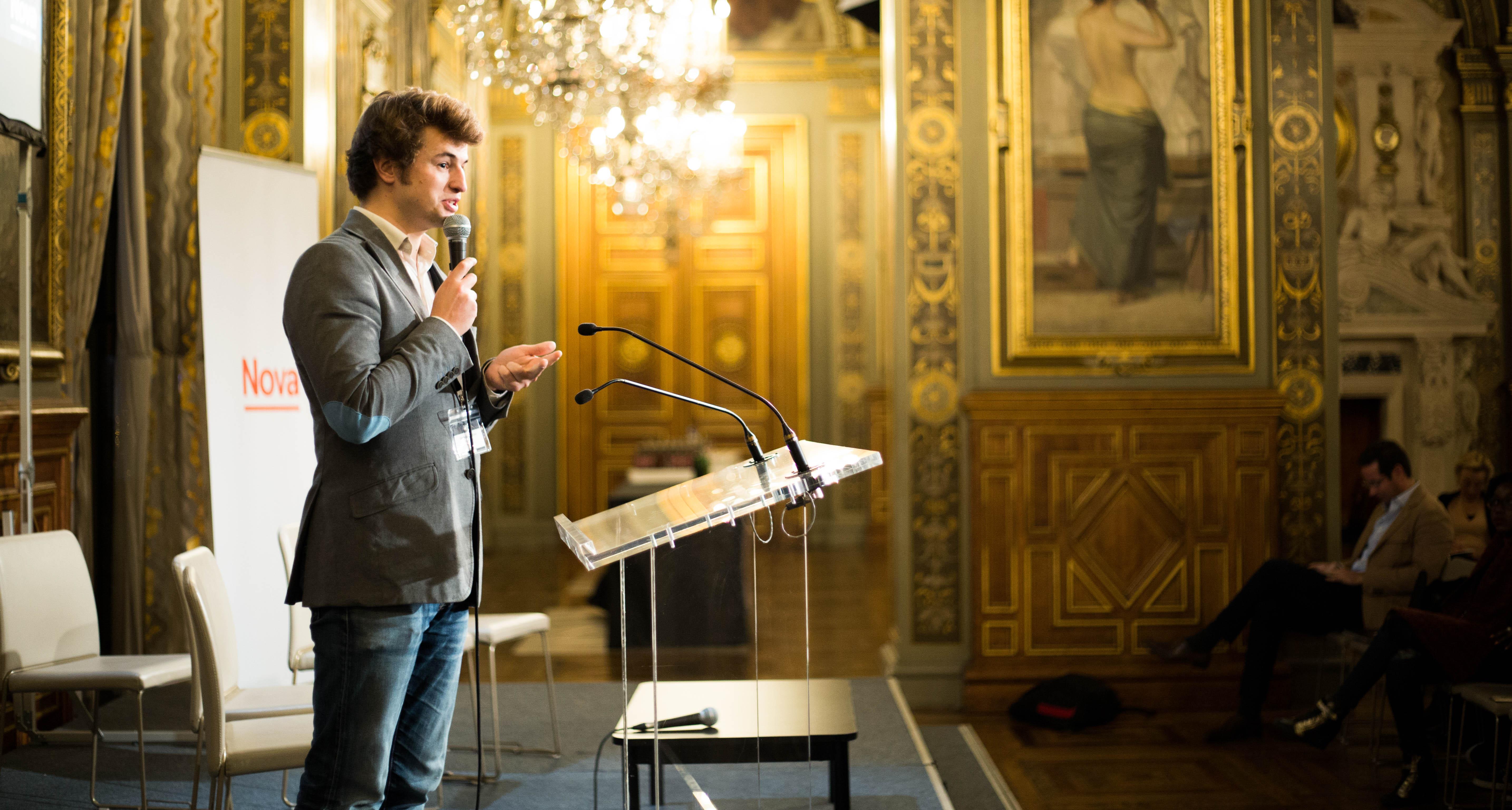Intervention de Charles Puybasset lors du Nova Forum à l'Hôtel de Ville