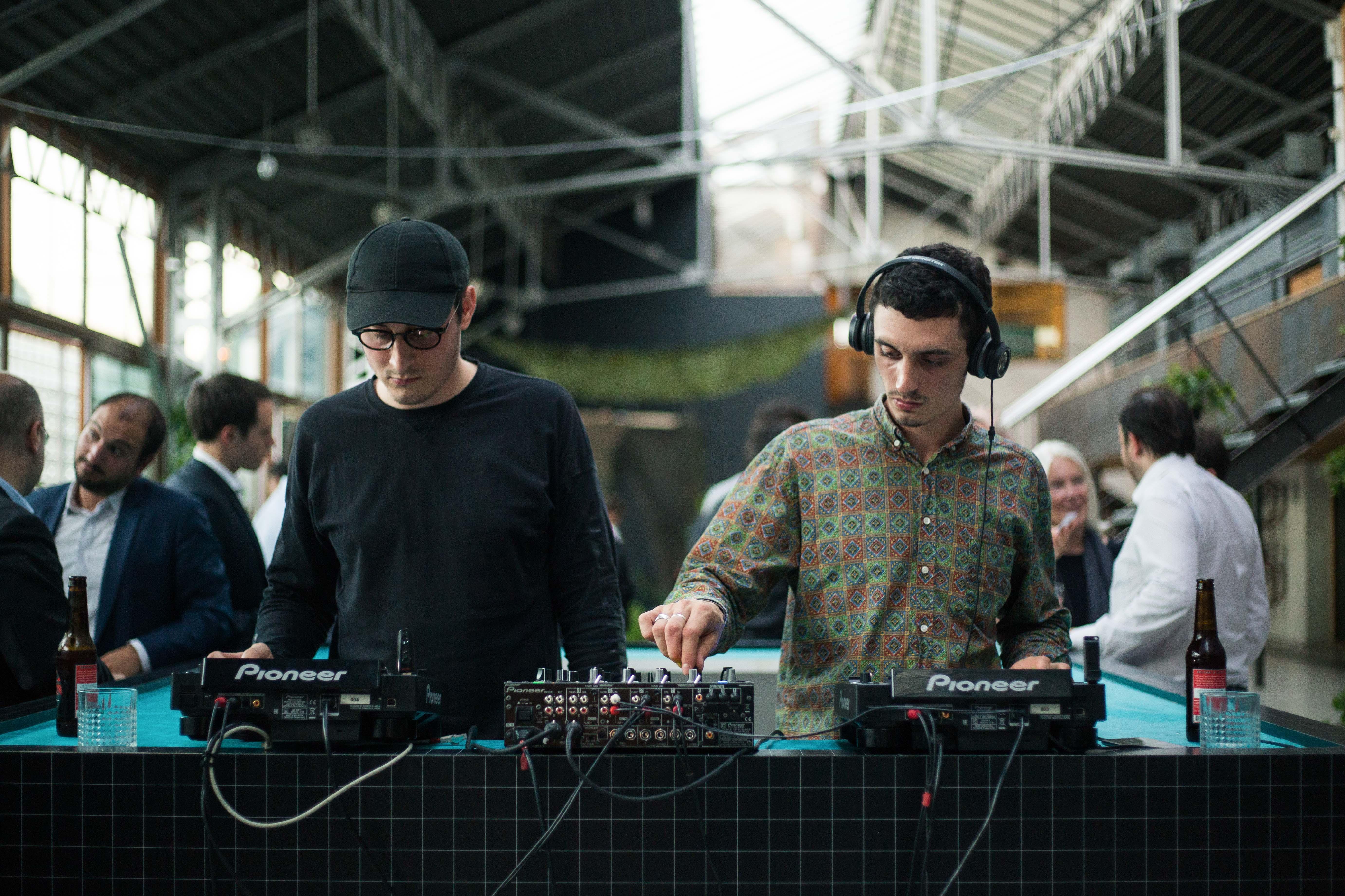 DJ set lors du cocktail d'inauguration de la hacker-house Seed-Up