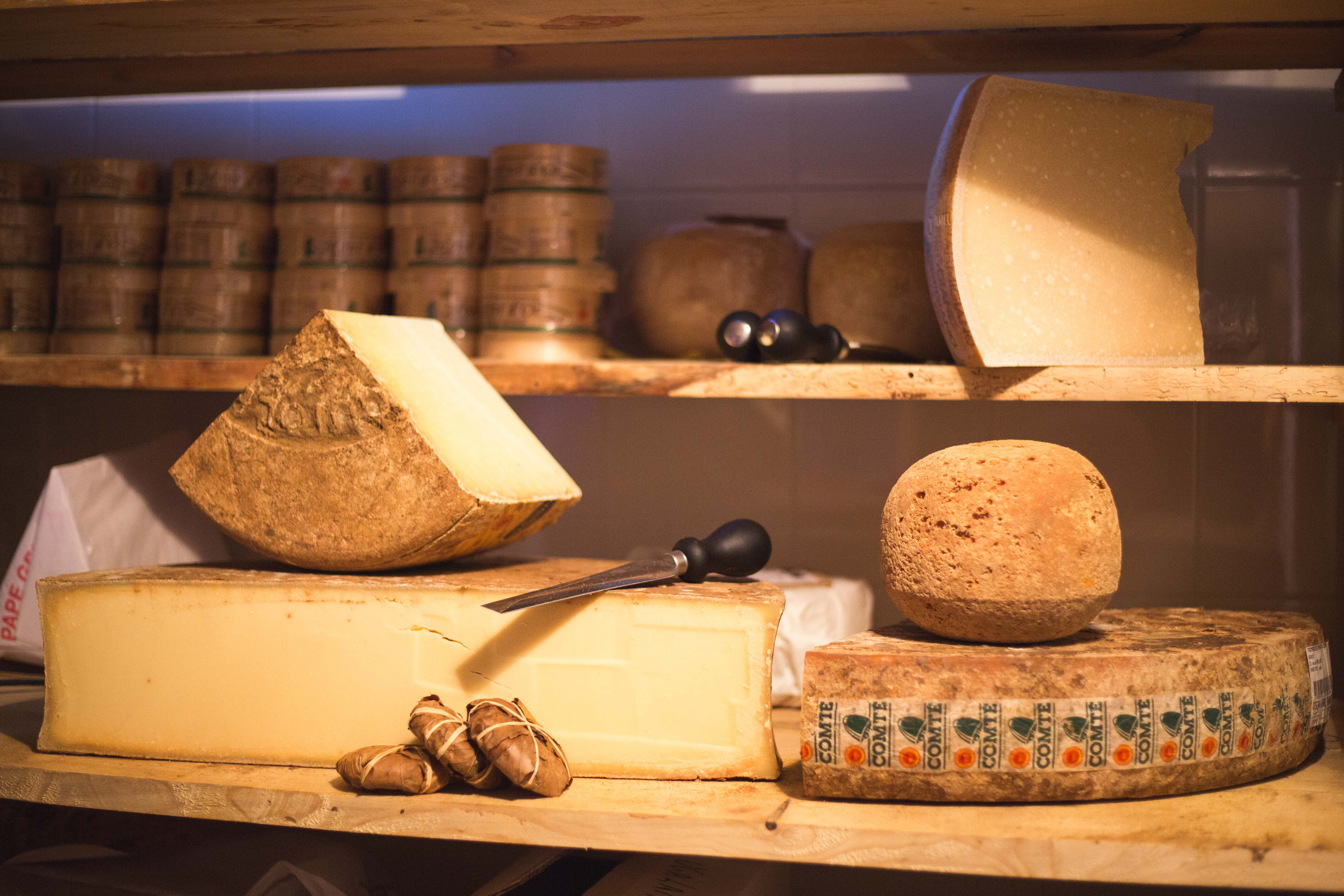 Fromages affinés dans la cave de Paroles de Fromagers