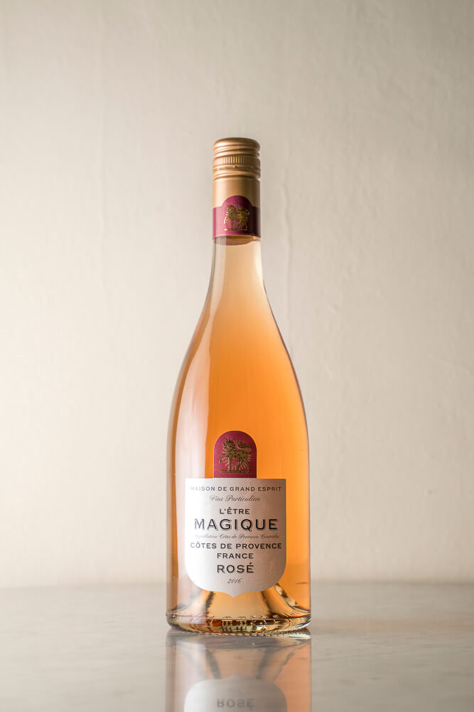 rose wine bottle with perfect lighting without diffuser