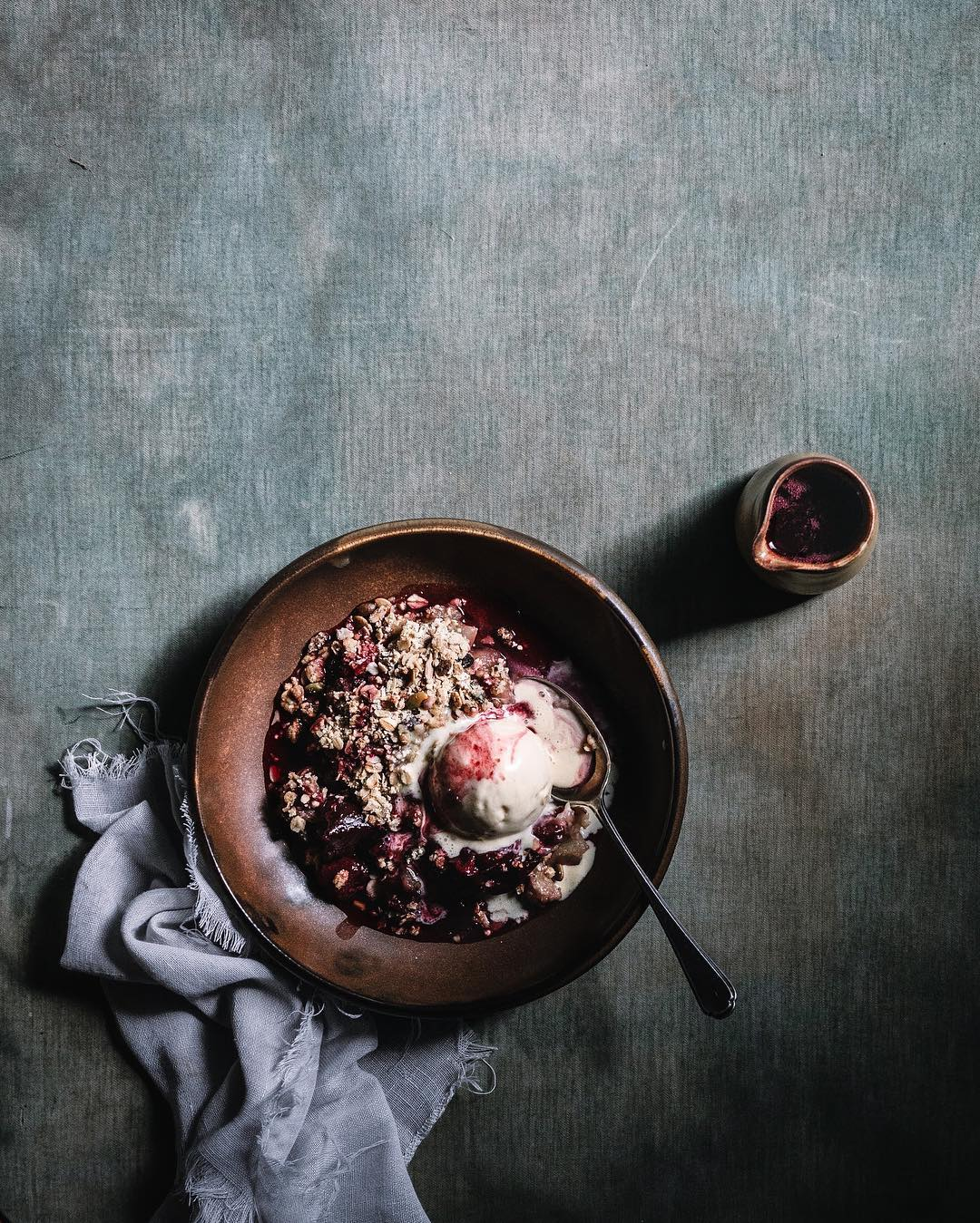 bowl of apple and rhubarb crumble