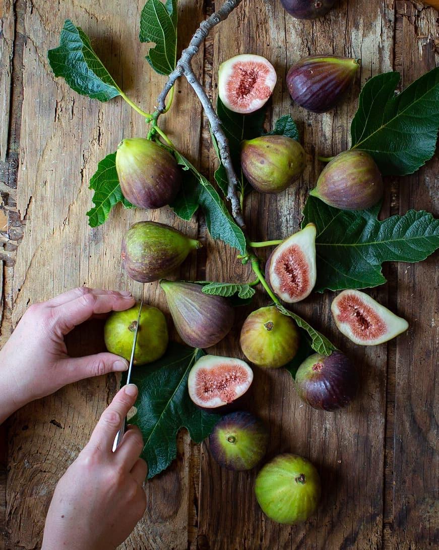 picking fresh figs