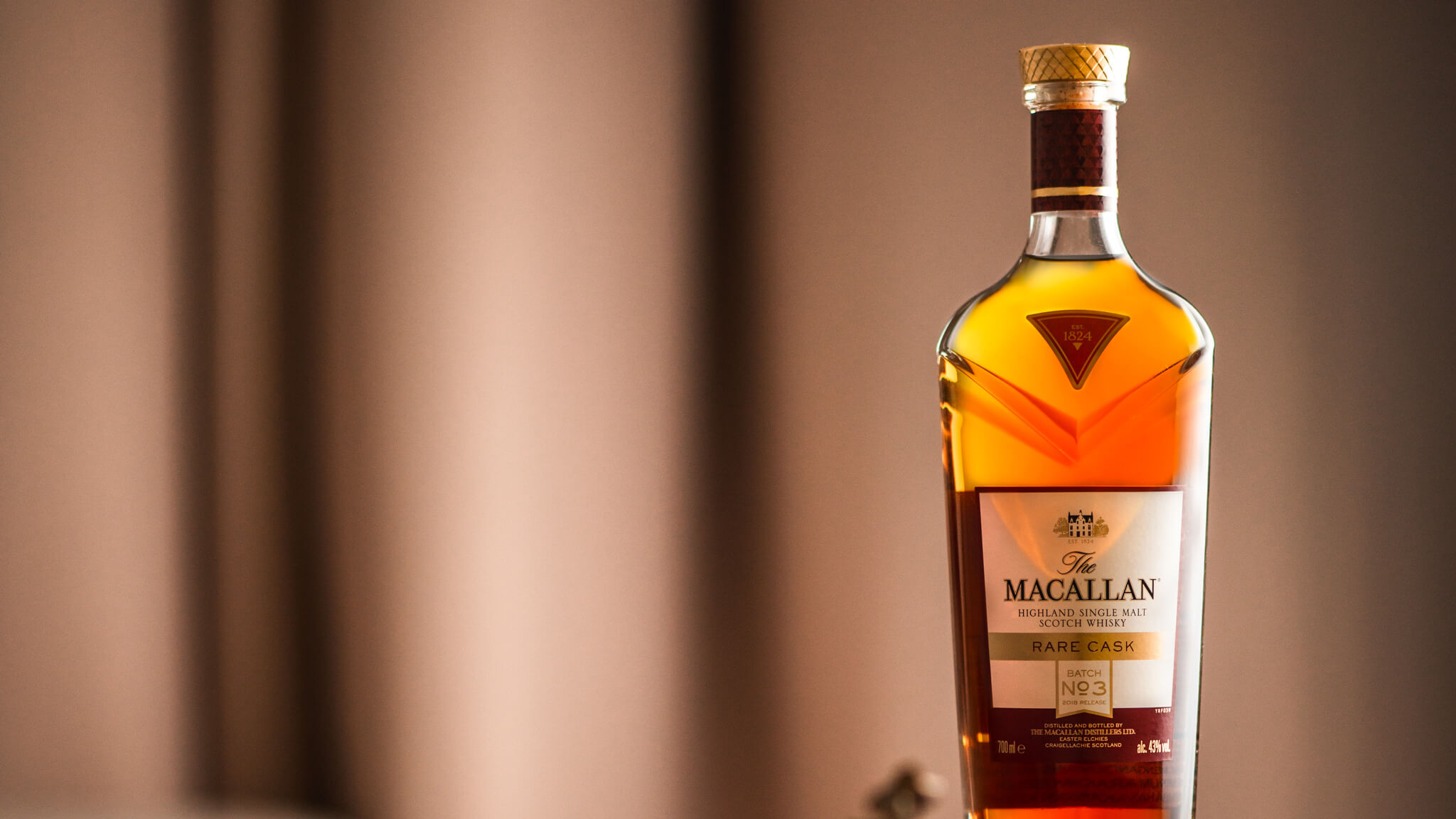 How to add a beautiful backlit glow when photographing bottles