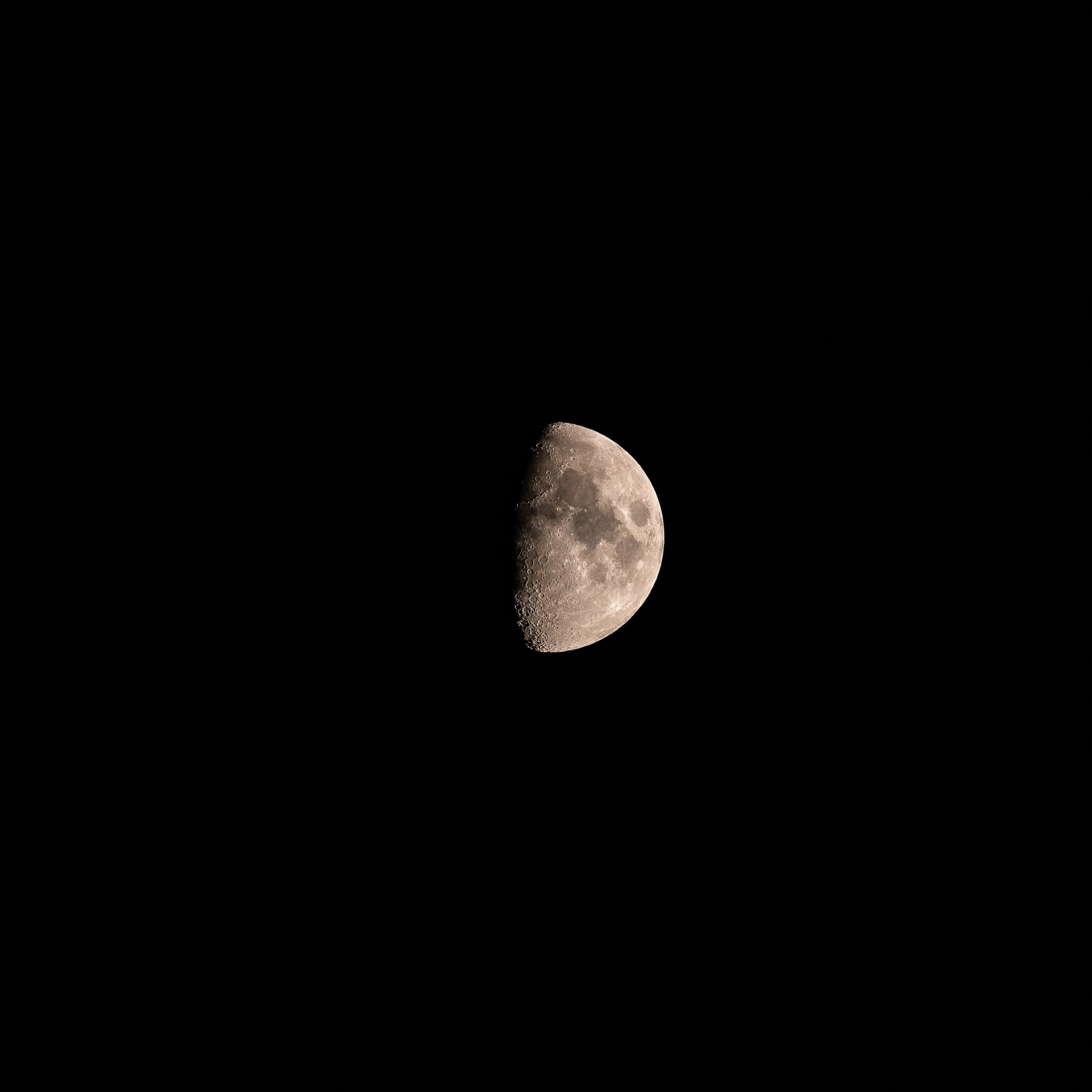 Last Night's Moon taken with Leica SL2 90-280mm