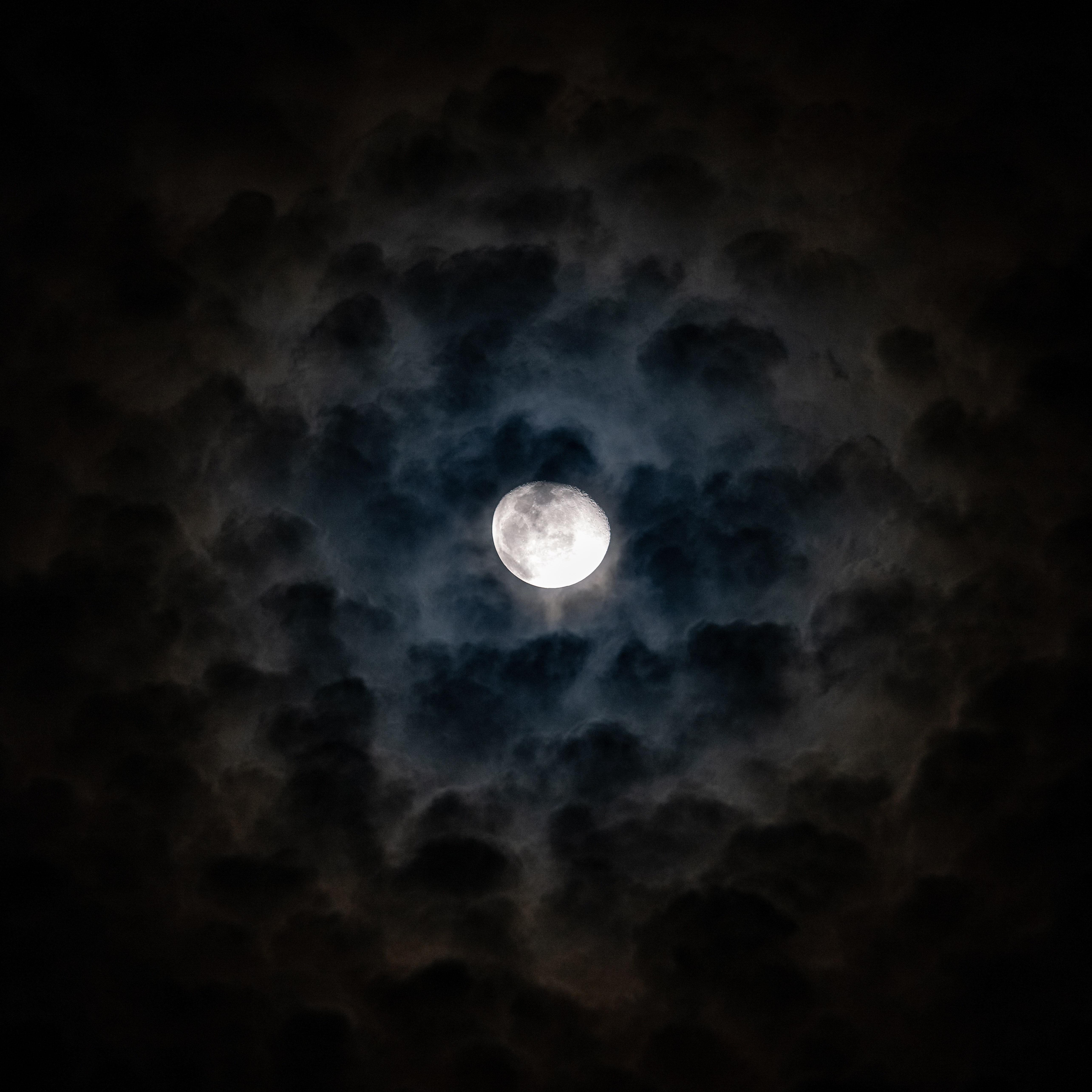 Spooky spooky moon in cloud cover