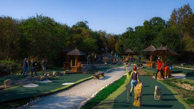 Fotografie místního putting golfového hřiště.