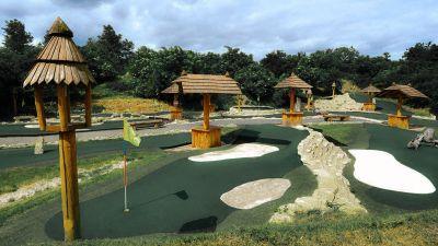 Putting golfové hřiště.