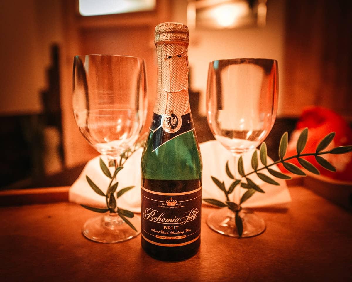 Samozřejmostí ve wellness centru je i šampaňské.