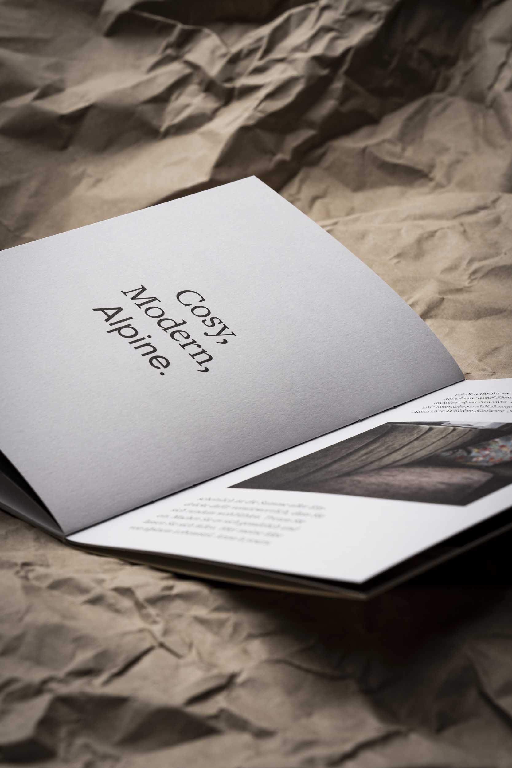Die geöffnete Imagebroschüre von Anna.