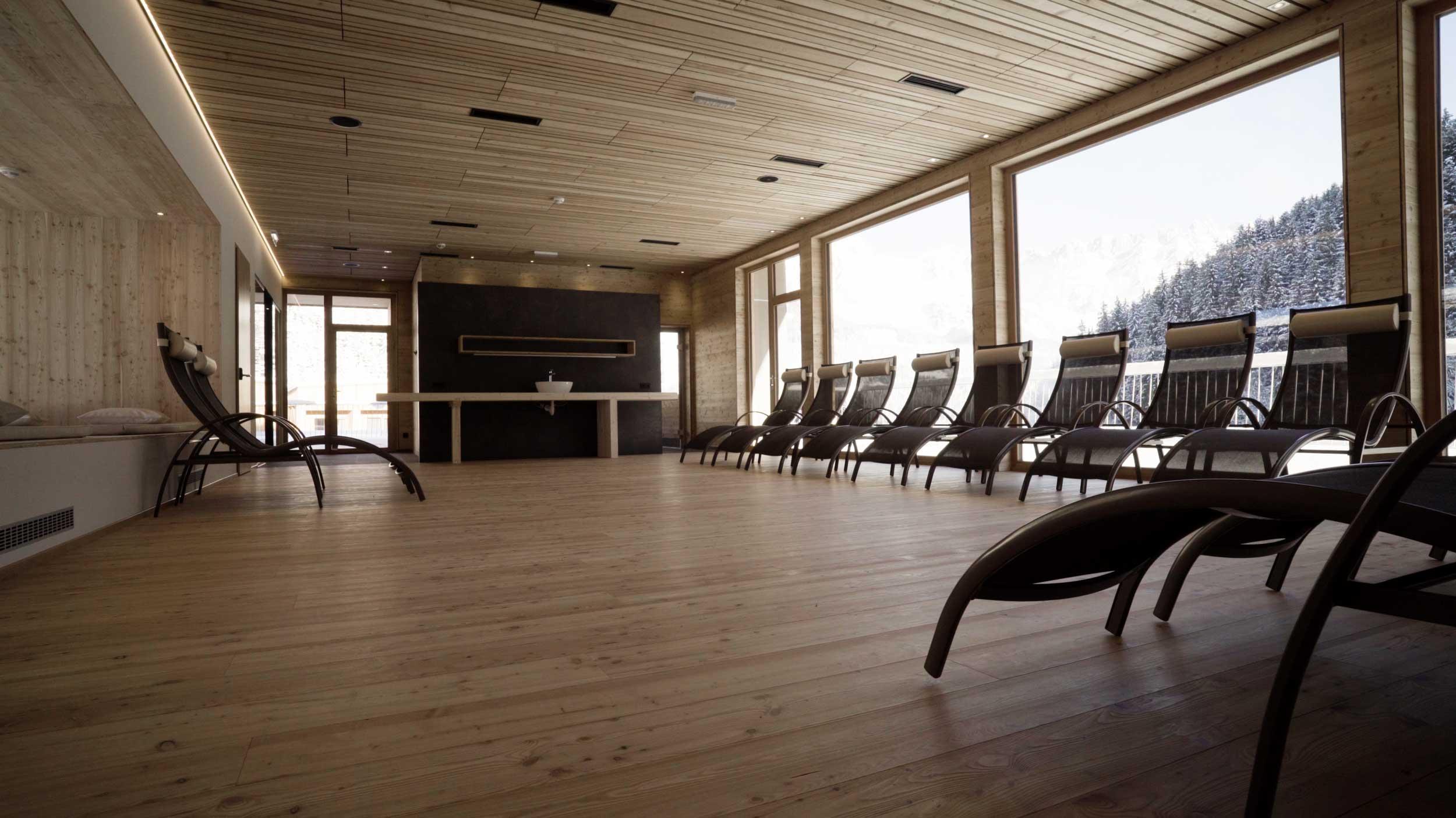 Der Ruheraum im Wellnessbereich der Tirol Lodge.
