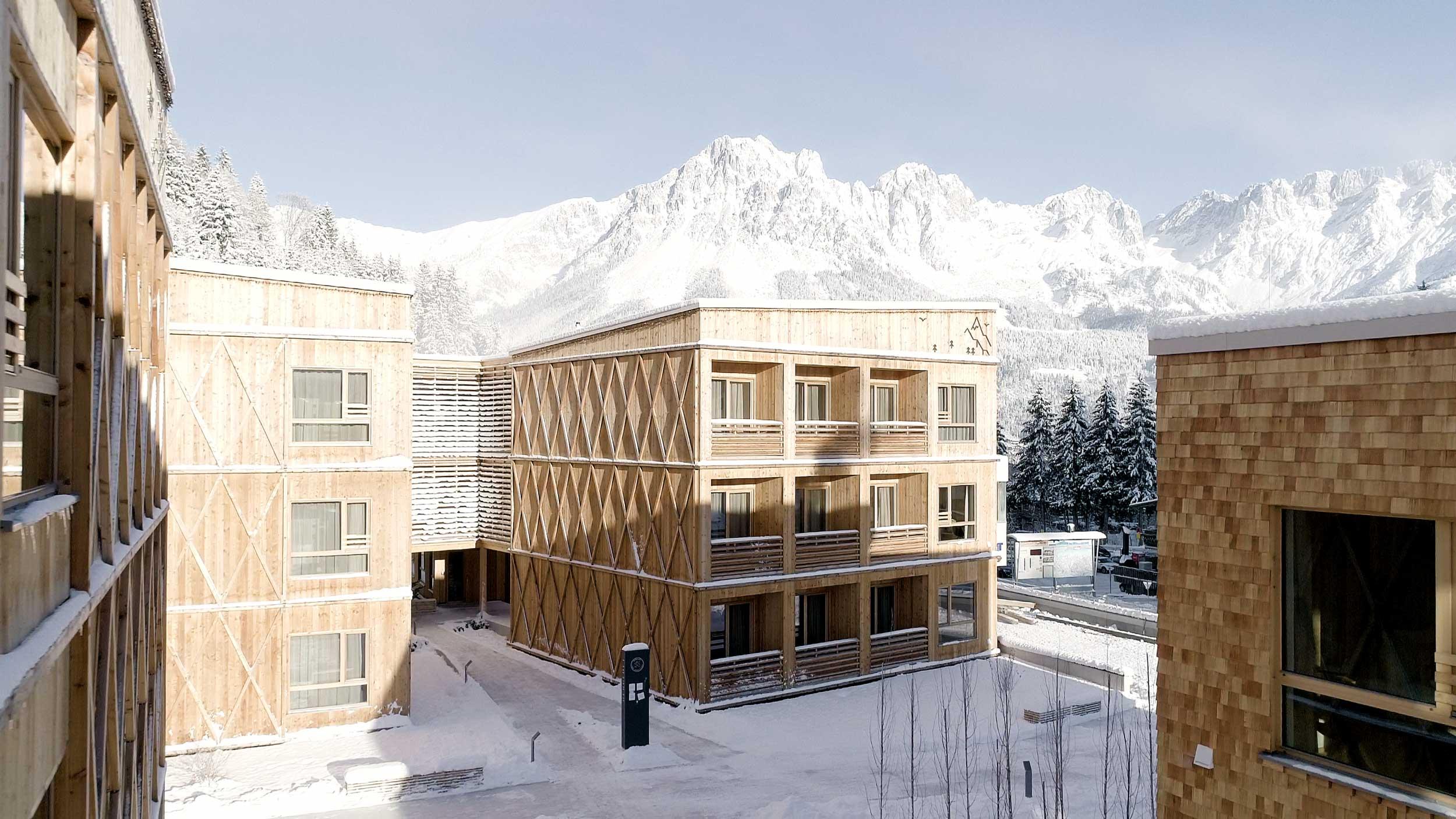 Die einzelnen Wohneinheiten der Tirol Lodge bestehen aus modernsten Holzbaumodulen.