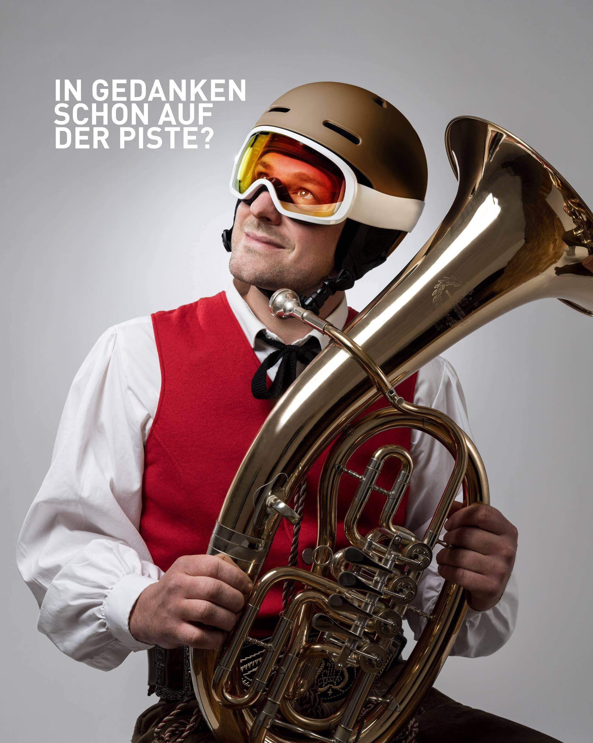 Kampagnensujet Winterstart mit einem Musikanten.