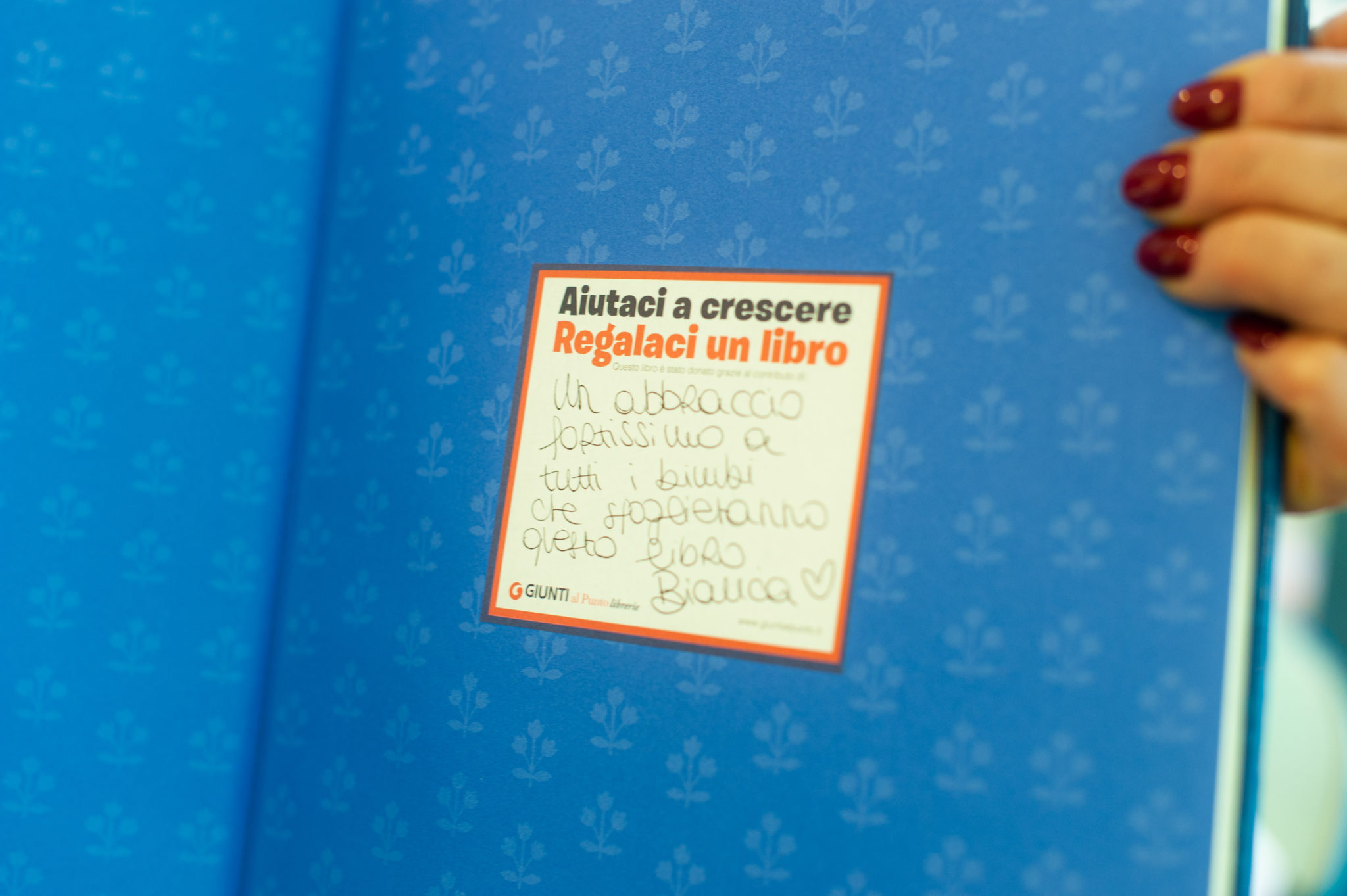 Uno dei libri donati dai clienti della libreria