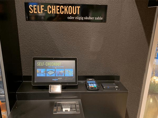 Erstes SelfCheckout System installiert