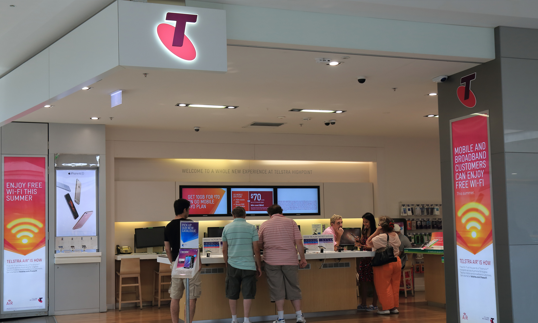 Breaking News! Telstra to take back bricks-and-mortar stores