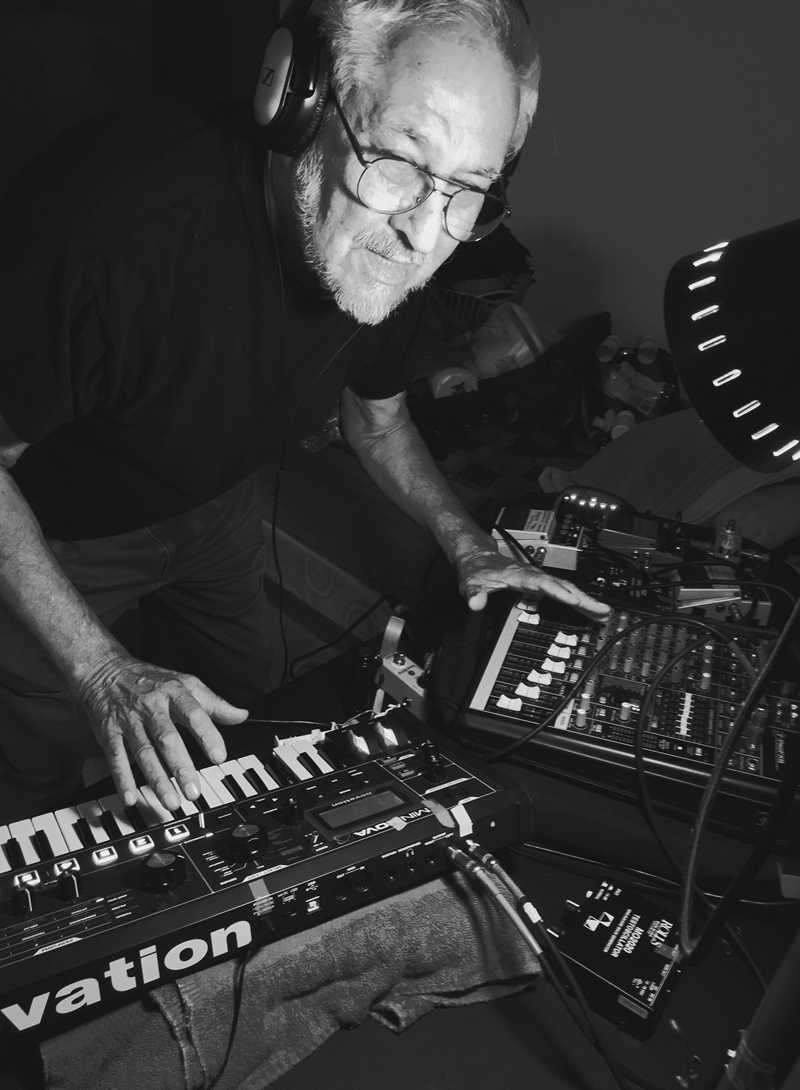 Hirsch with synthesizers and drum machines