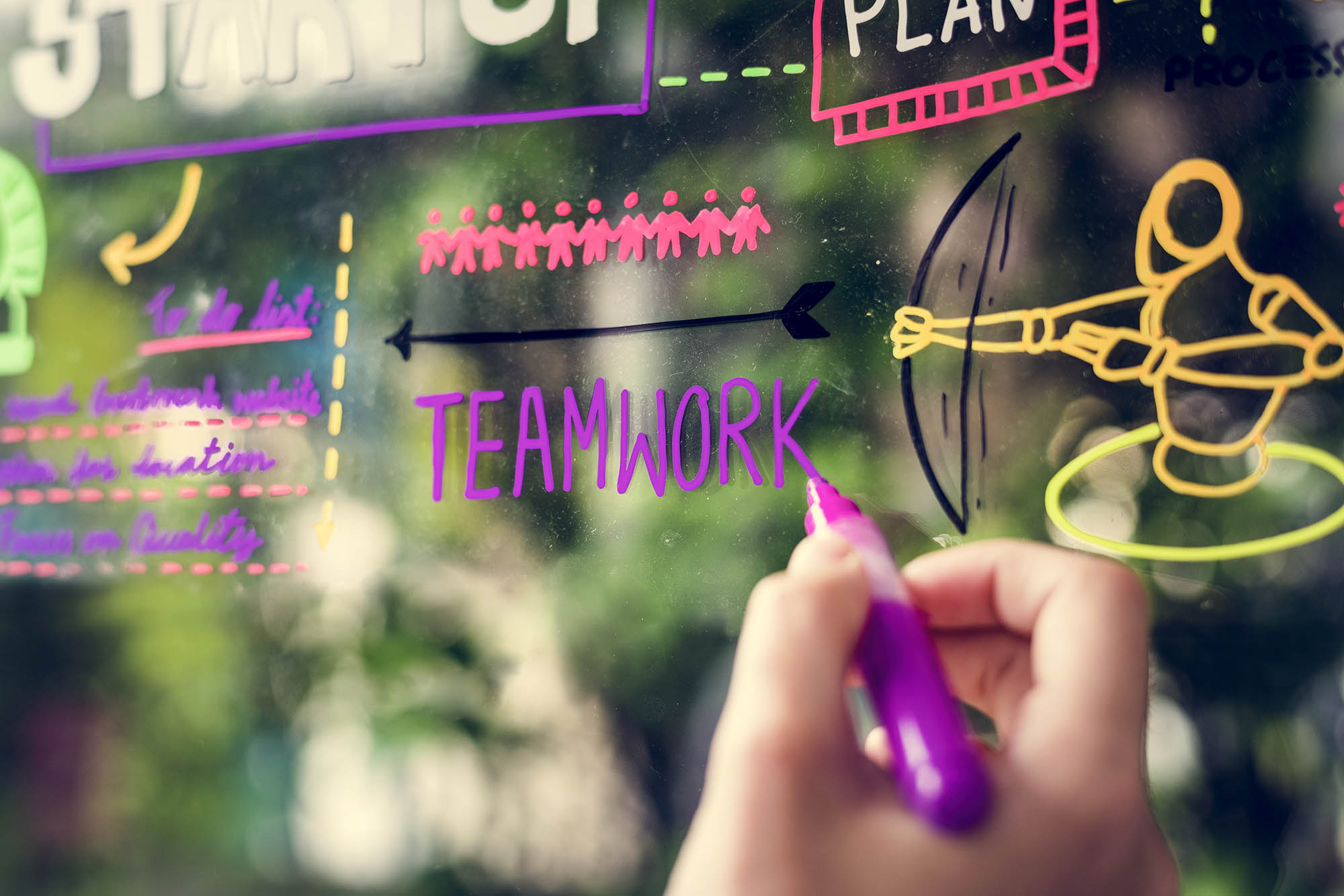 What is the missing link between employee engagement and employer branding?