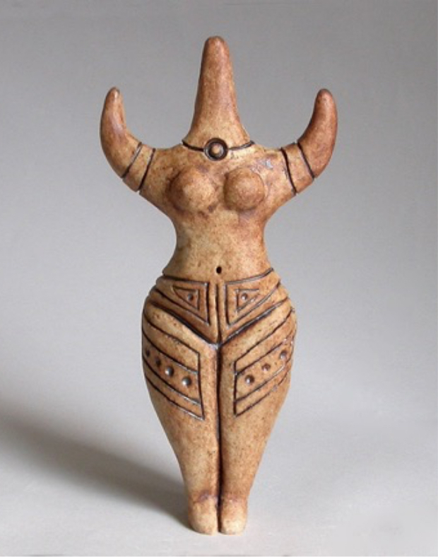Fertility idol with arms akimbo