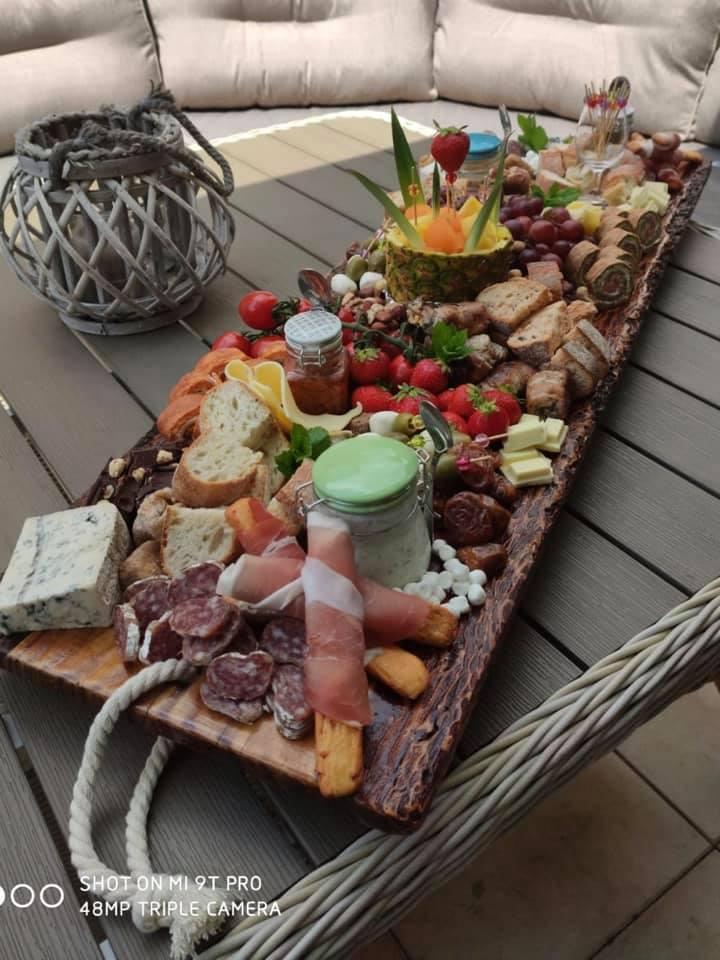 30 persoons hapjesplank van Dana's Kitchen uit Haaksbergen