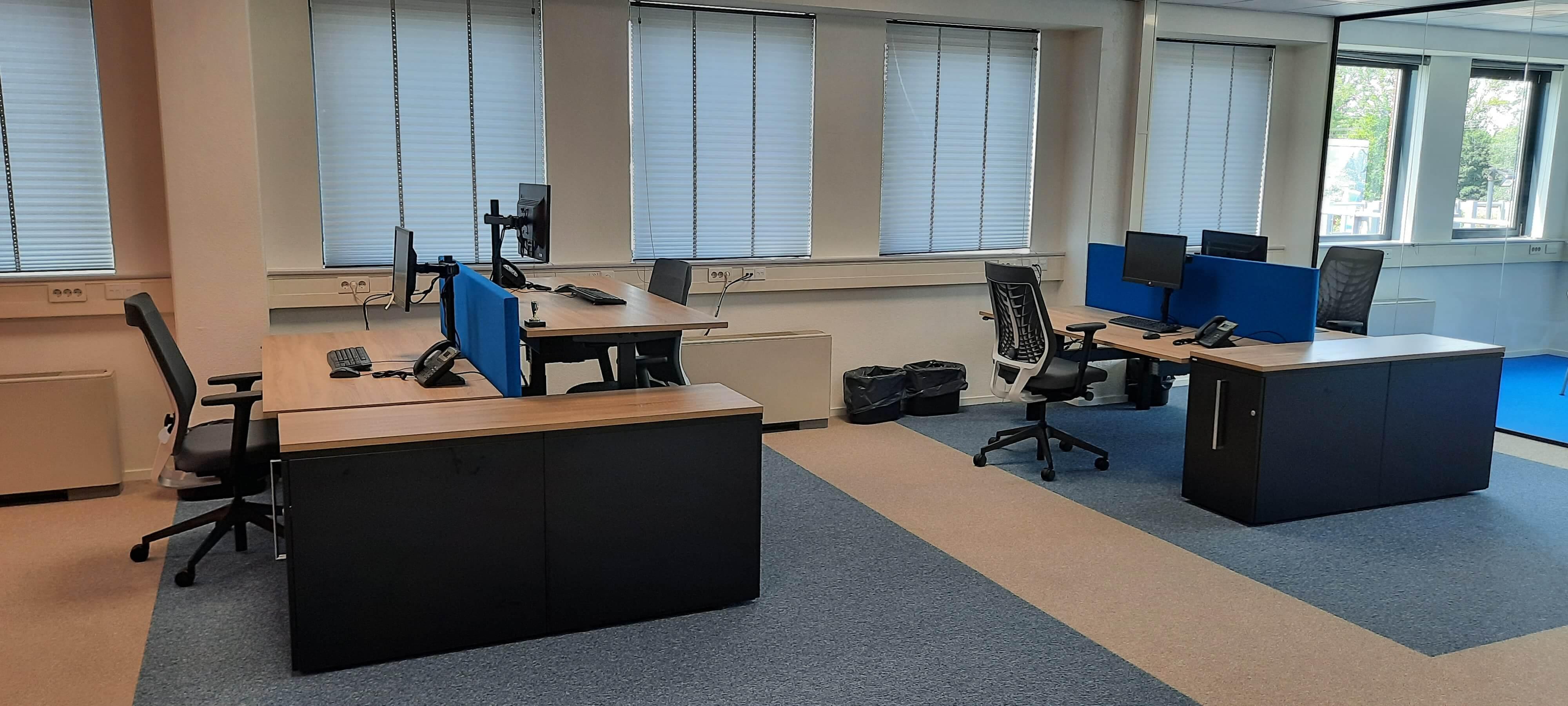 afdeling met bureau werkplekken