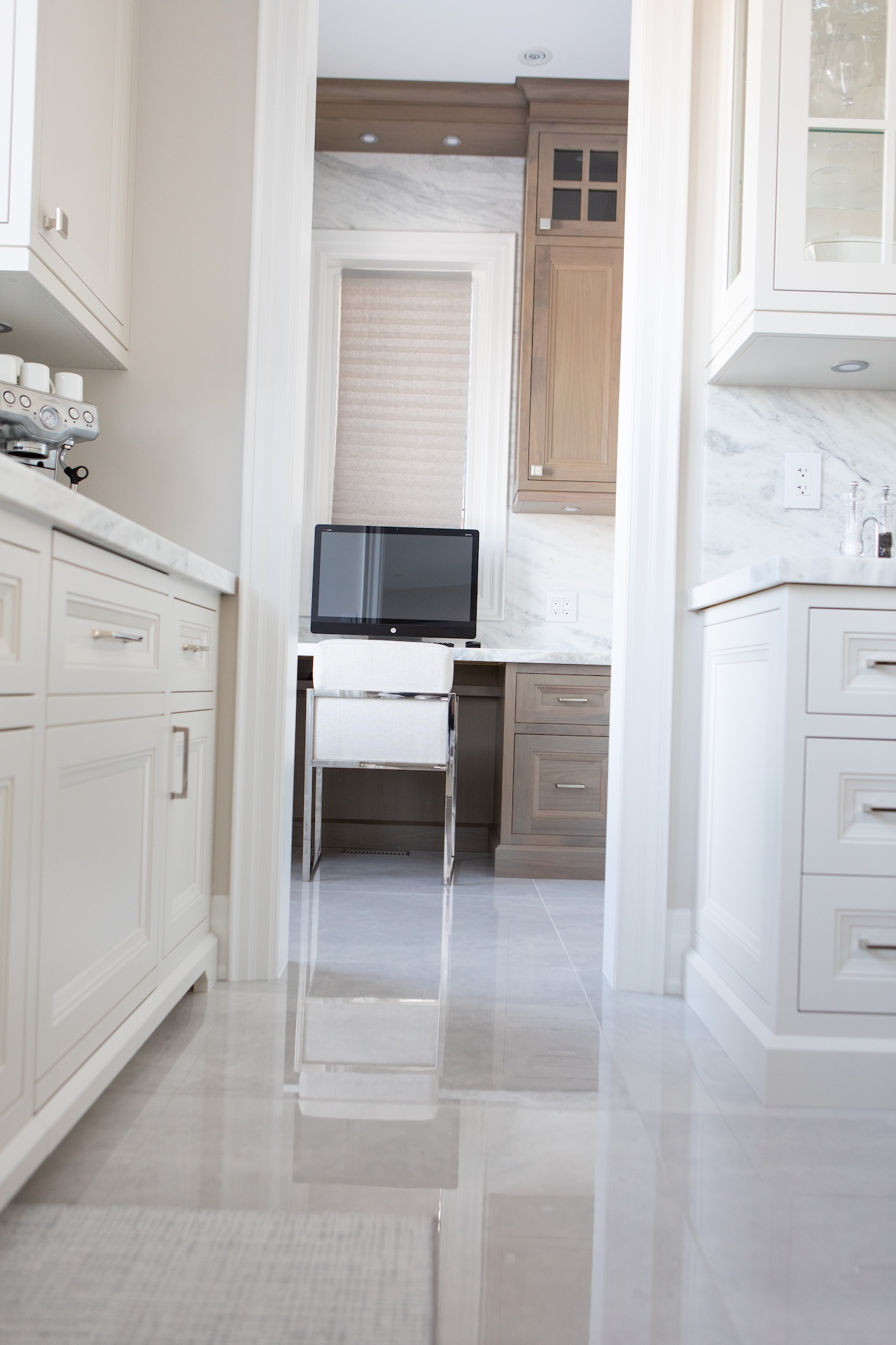 Kitchen floor withe cabinets