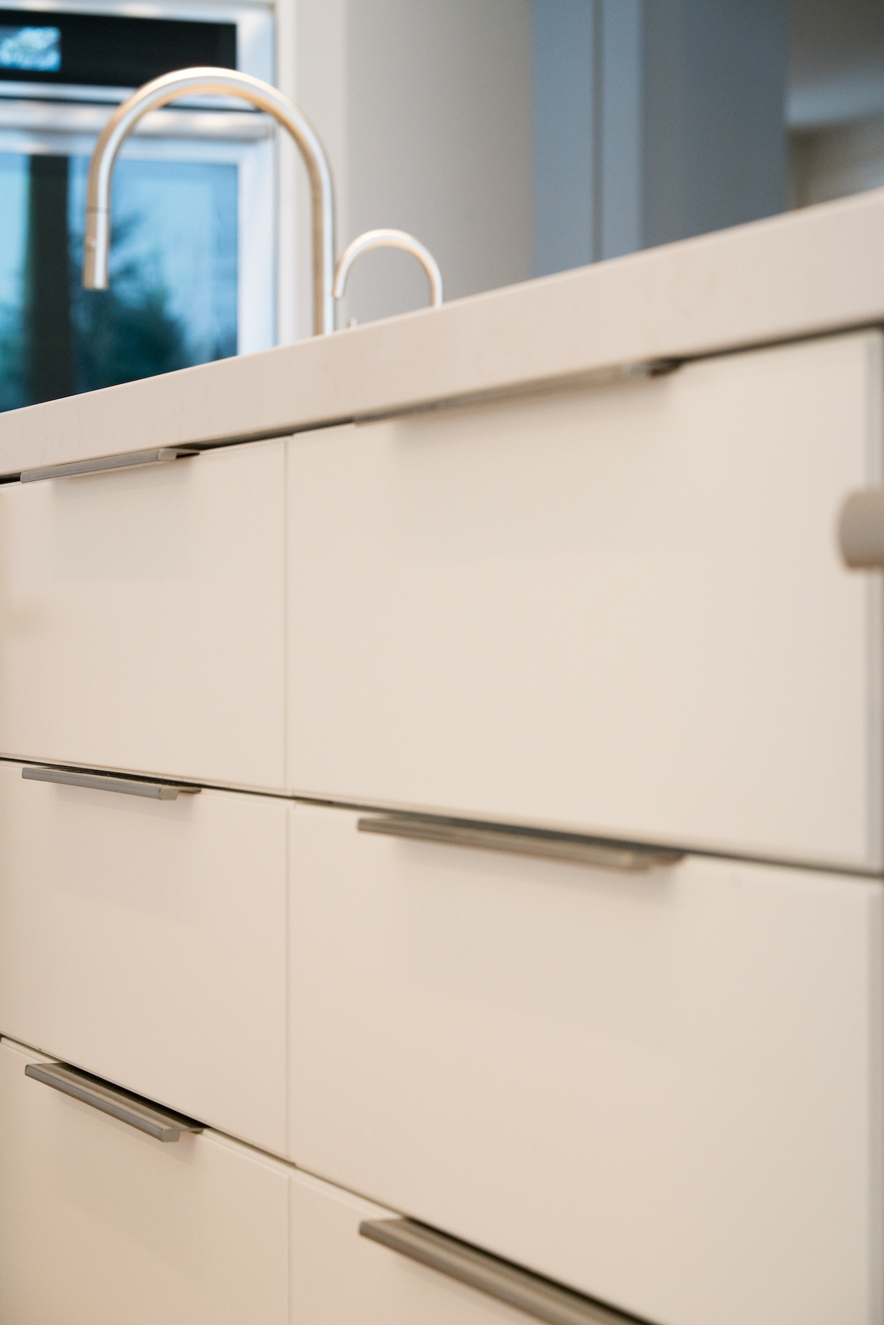 kitchen drawers with handles