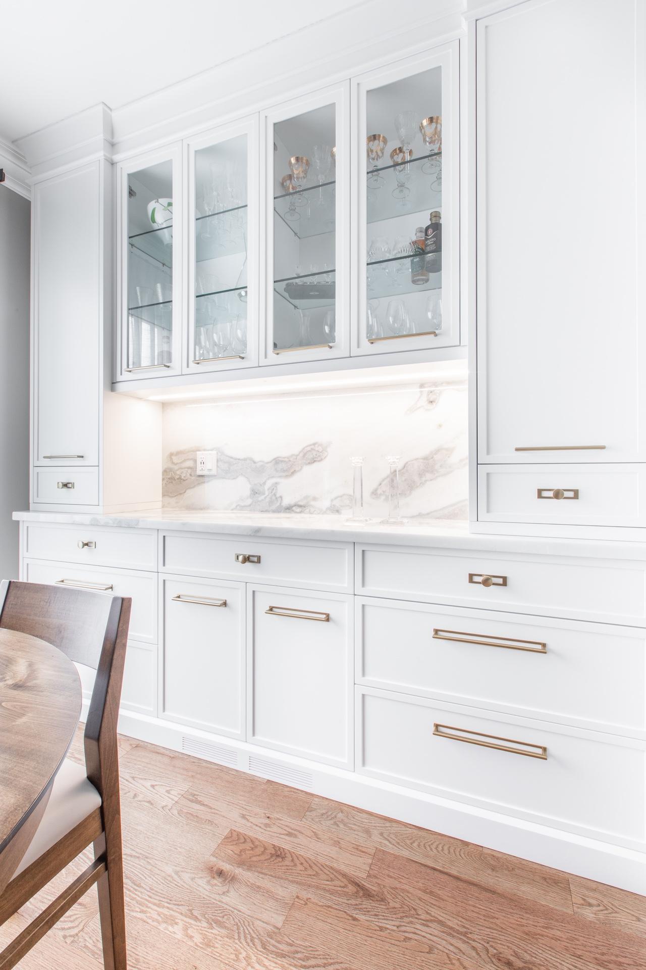 White kitchen with gold hardware
