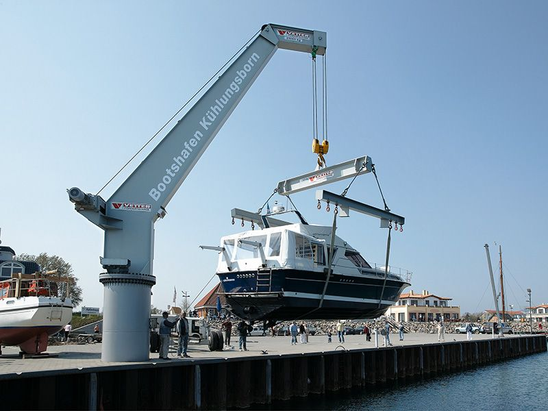 Yachting Cranes Easy boat handling