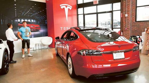 interior-design-shopping-mall-consumer-retail-co-branding-tesla-showroom-branding-brand