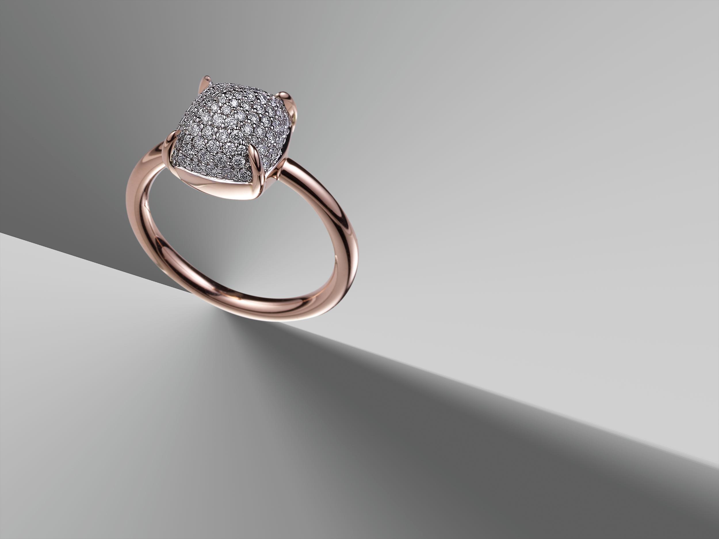 magnifique photo d'une bague or rose sertie de diamants