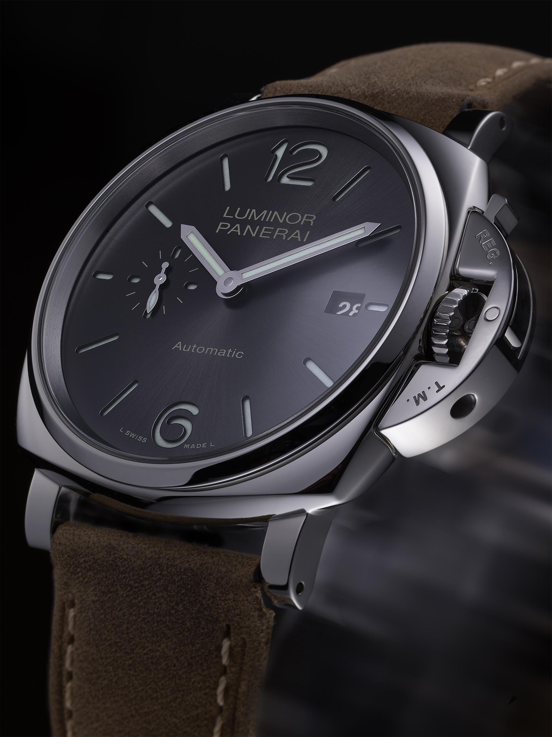 Magnifique prise de vue de la montre Panerai en 3/4 par Hahn Philippe shooting Studio