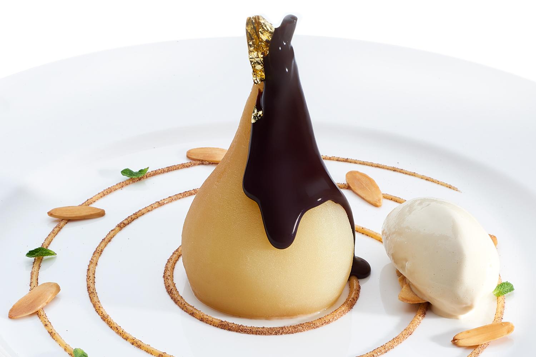 dessert poire avec du chocolat fondu