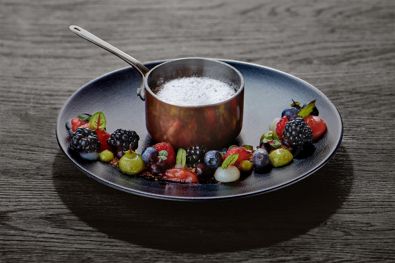 photographie culinaire de dessert chocolat et fruits rouges