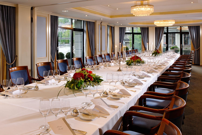 Foto eines Bankettsaals im Hotel Schweizerhof in Zürich