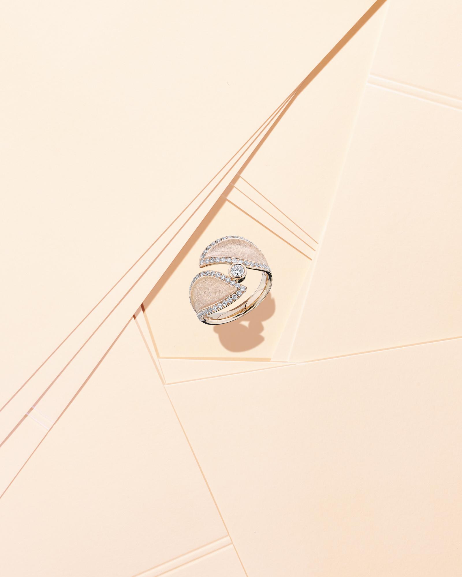 Bijoutier Frieden - image créative d'une bague en or rose