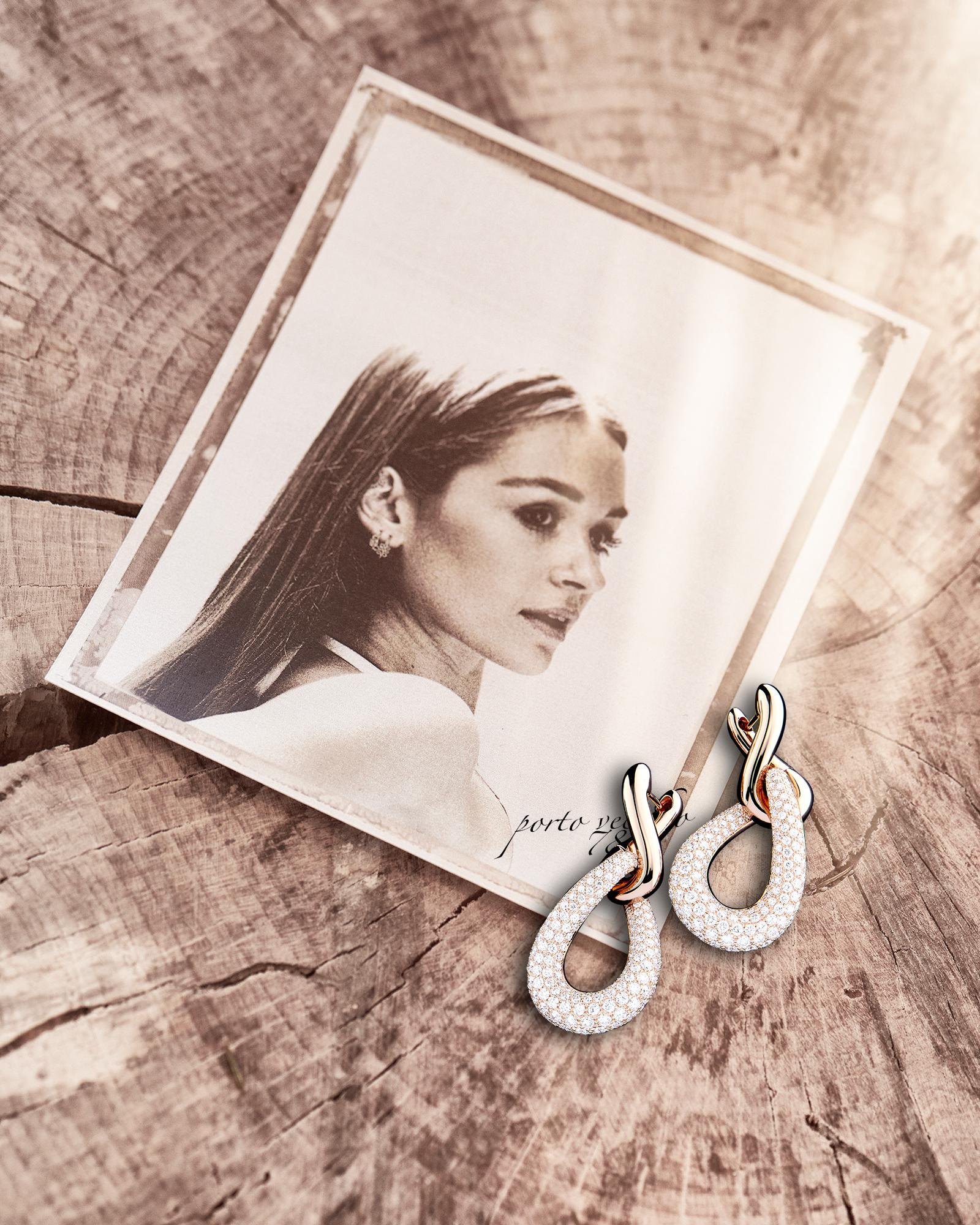 image créative de boucles d'oreille en or pavés de diamants