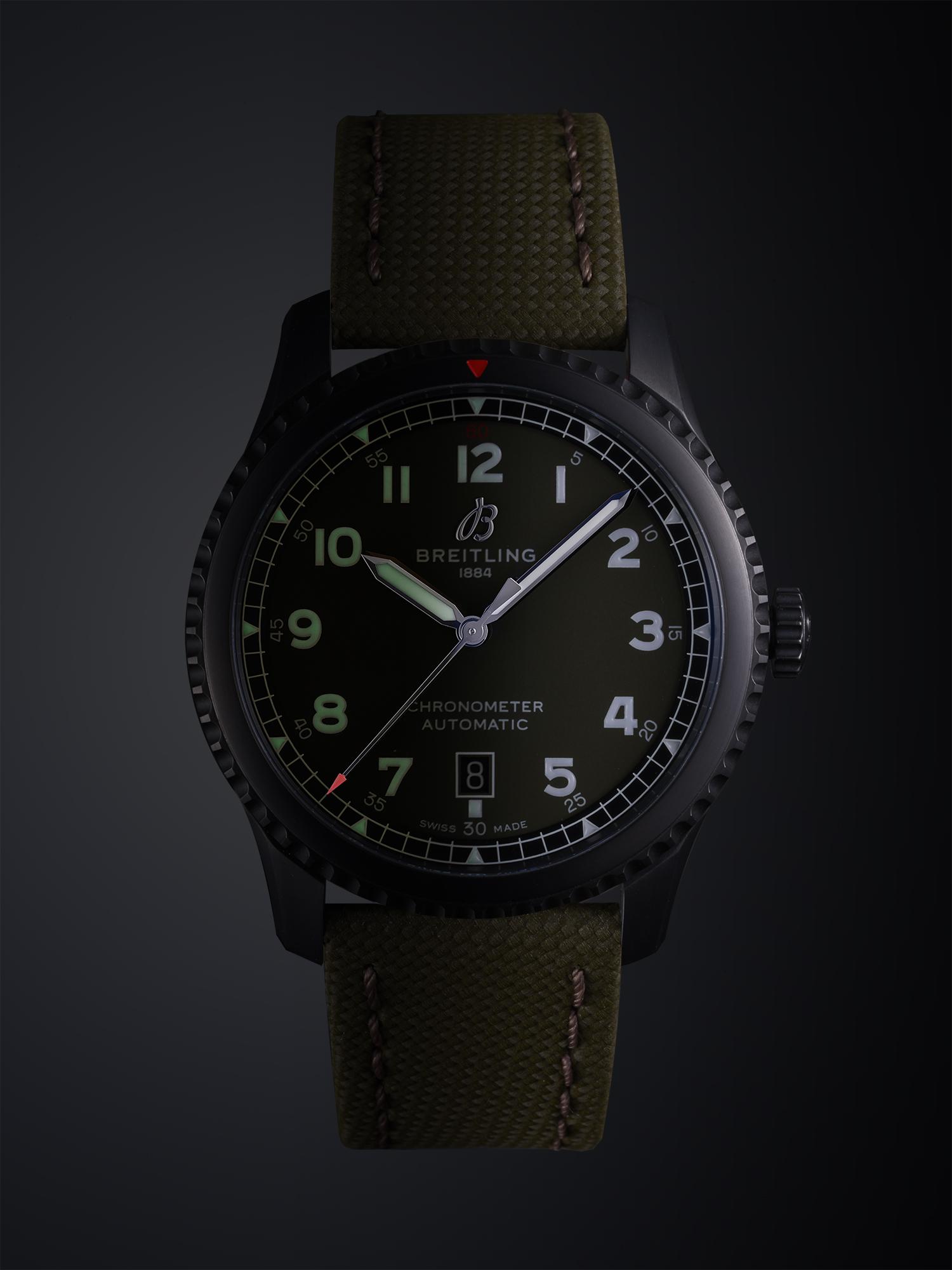 photo de la montre navitimer de breitling par philippe hahn photographe de montres suisse