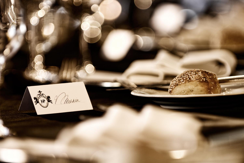 Details zu einem Restauranttisch in einem 5-Sterne-Hotel in Villars