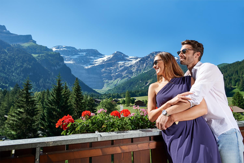 fotoshooting mit modellen im eurotel diablerets auf dem balkon des hotels