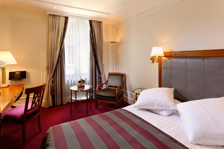 Foto eines Doppelzimmers Schweizerhof Zürich