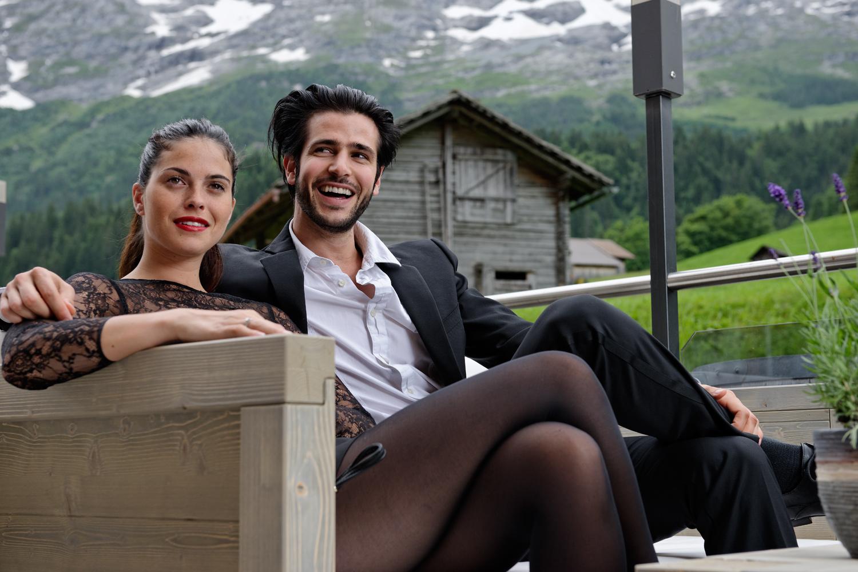 Fotoshooting mit Model auf der Terrasse des Hotels Espe Grindelwald