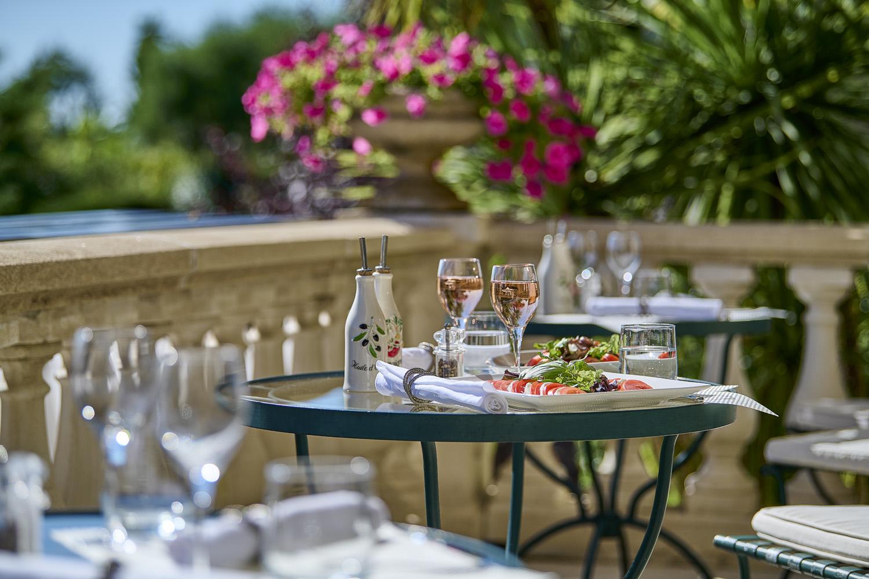 Mittagessen auf der Terrasse des Hotels la grande bastide saint paul de vence