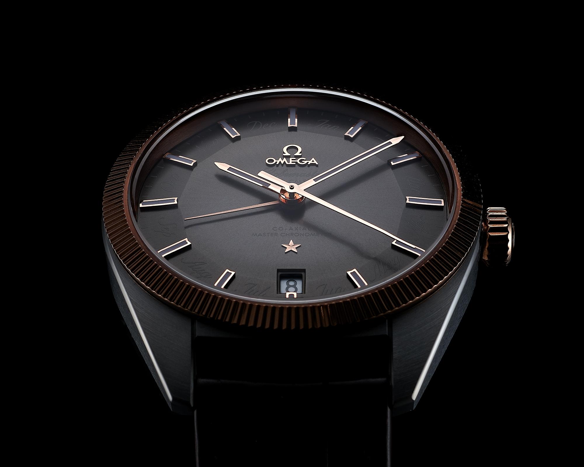 vue de 3/4 dessus la montre omega globemaster