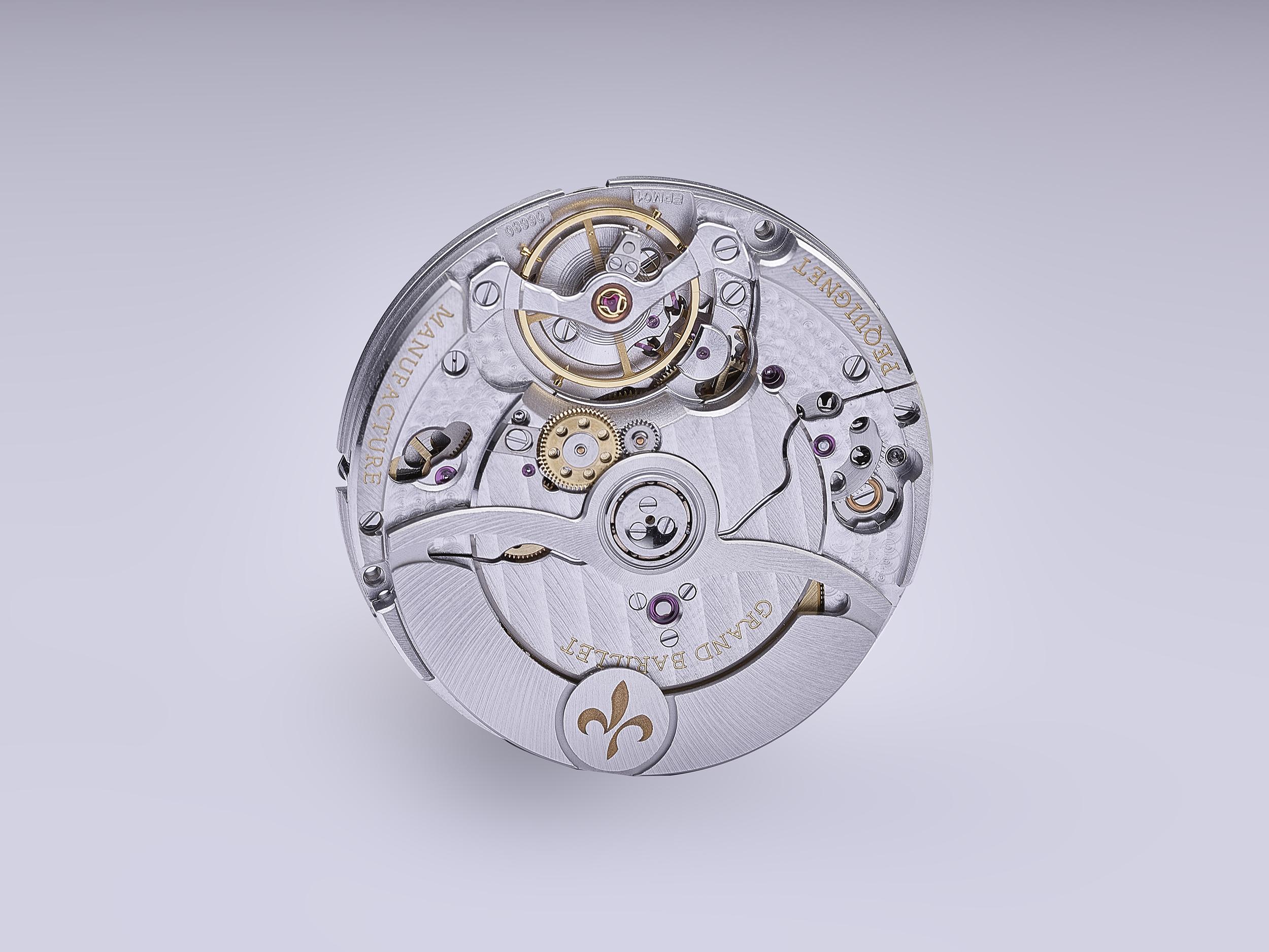 photographie en studio du mouvement de la montre royale de pequignet de morteau par philippe hahn photographe spécialisé de montres