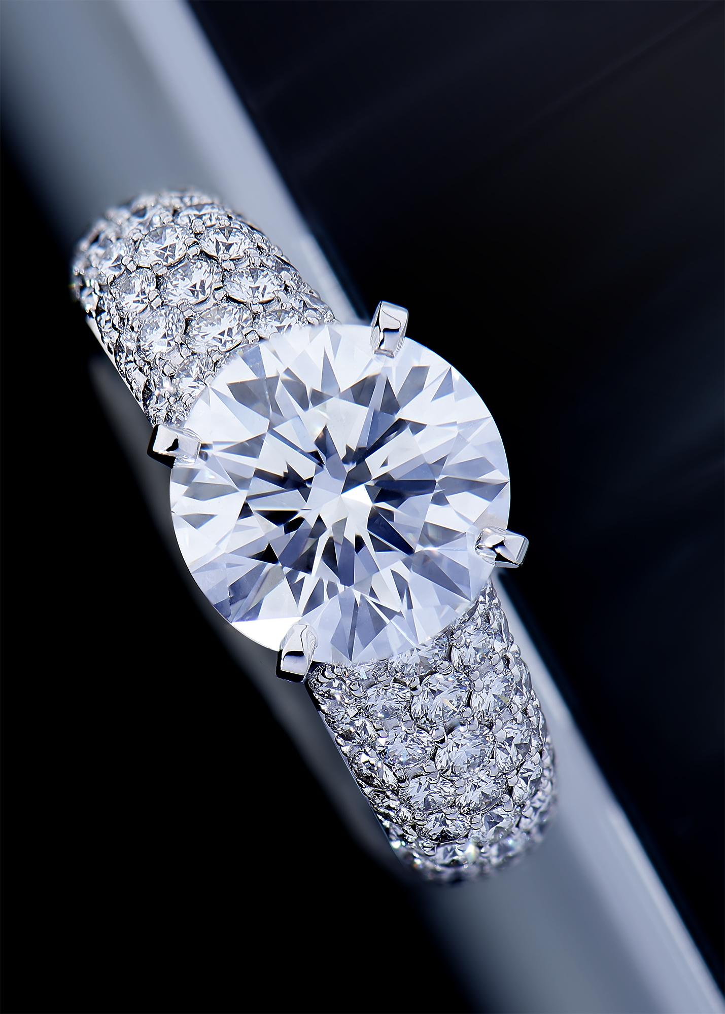 Bague pavage diamants et solitaire