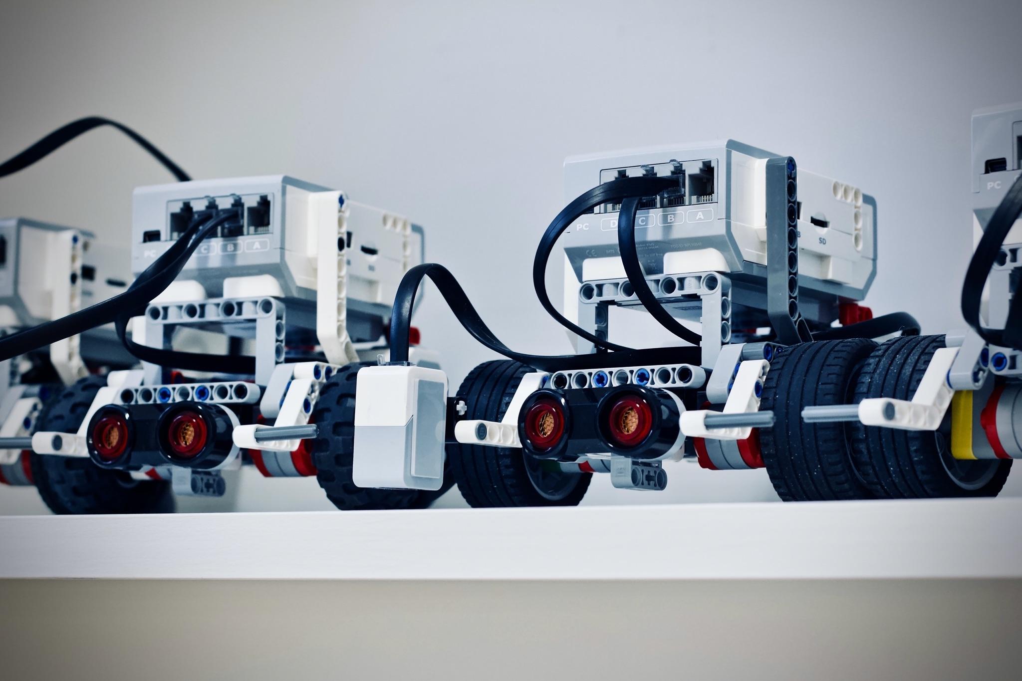 Ein Foto von Lego Mindstorms Robotern