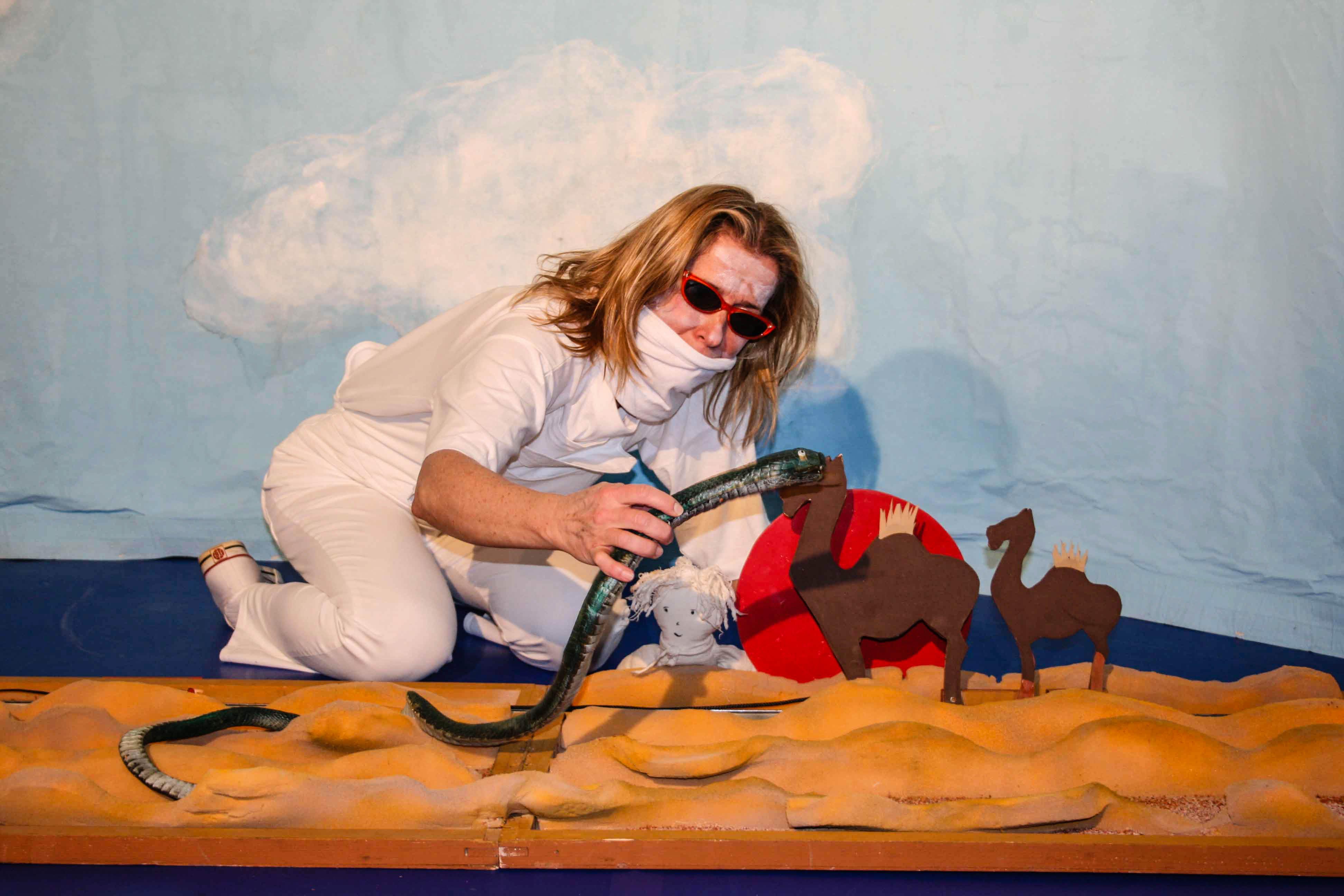 """Bild aus der Inszenierung """"Wolke"""" als Linkbild zur Seite Theaterpädagogik."""